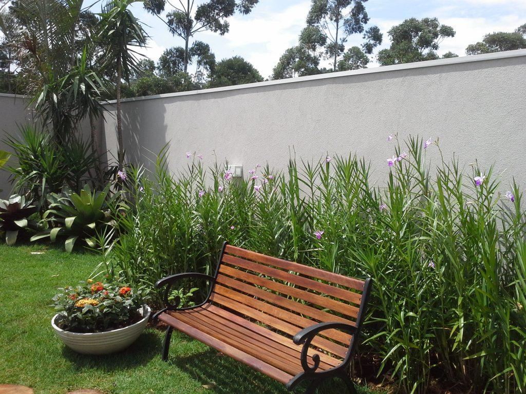 Paisagismo - Banco no jardim de orquídeas